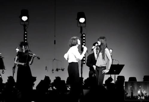 charlotte-gainsbourg-et-jane-birkin-en-duo-sur-scene-a-monaco-la-chanson-de-prevert.jpg